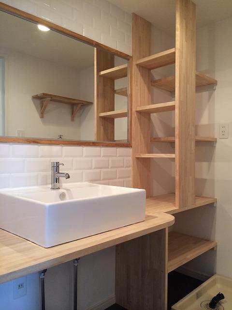 リノベーションした造作洗面台
