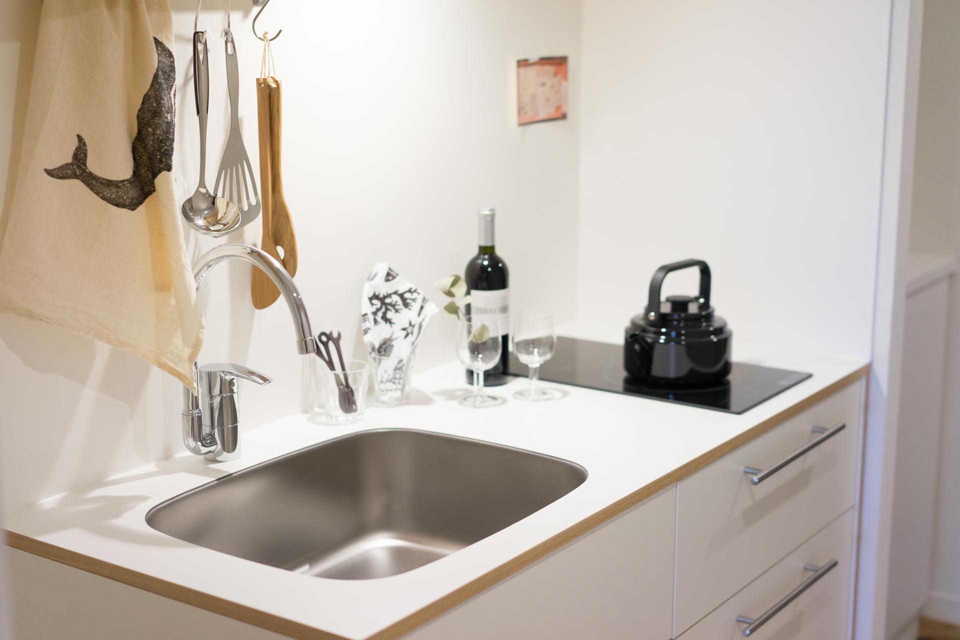 キッチン周りもシンプル、かつ機能的に。