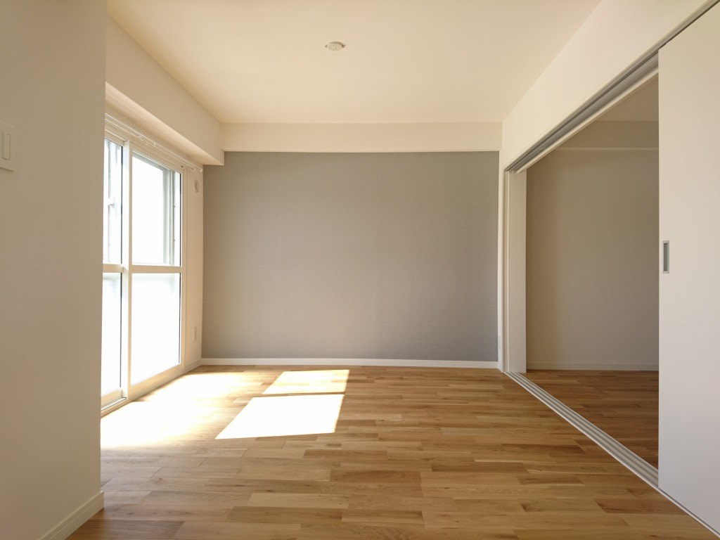 アクセントクロスの色と床材は入居者がチョイス
